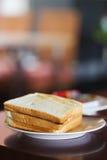 Pan de la tostada en una placa Foto de archivo libre de regalías