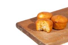 Pan de maíz en superficie de madera Imagen de archivo libre de regalías