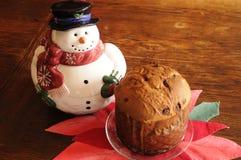 Pan de Panetone con el muñeco de nieve Imágenes de archivo libres de regalías