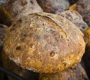 Pan de pasa rústico Fotos de archivo