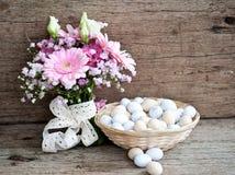 Pan de Pascua y huevos de Pascua, festival de Pascua, decoración el los días de Pascua Imagen de archivo