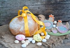 Pan de Pascua y huevos de Pascua, festival de Pascua, decoración el los días de Pascua Fotografía de archivo libre de regalías