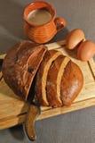 Pan de Rye, huevos y leche cocida para el desayuno Imagen de archivo libre de regalías