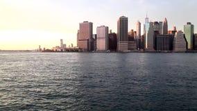 Pan de van de binnenstad van Manhattan stock video