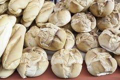 Pan del artesano en un mercado Foto de archivo