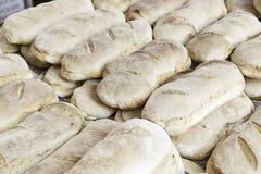Pan del artesano en un mercado Imagen de archivo libre de regalías