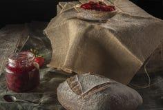 Pan del cateto con la mermelada de fresa Fotografía de archivo