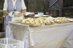 Pan del corte del cocinero Imagen de archivo libre de regalías