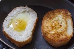 Pan del huevo frito Fotografía de archivo