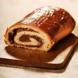 Pan del pan de la amapola en cocina Imágenes de archivo libres de regalías
