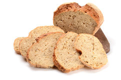 Pan del pan rebanado en una tarjeta de corte Fotografía de archivo libre de regalías