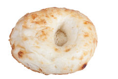Pan del Uzbek con las semillas de sésamo del tandyr aislado en blanco Imagenes de archivo