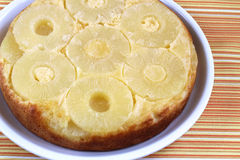 Pan di Spagna con l'ananas Fotografia Stock