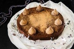 Pan di Spagna del cioccolato con la crema cremosa del cioccolato Immagini Stock Libere da Diritti