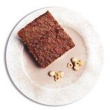 Pan di Spagna del cioccolato e della nocciola Priorità bassa bianca Fotografia Stock