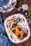 Pan di Spagna della foglia del cioccolato immagine stock libera da diritti