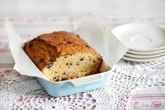 Pan di Spagna o pane dolce con i mirtilli fotografie stock