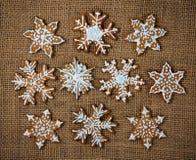 Pan di zenzero decorati del fiocco di neve fotografia stock