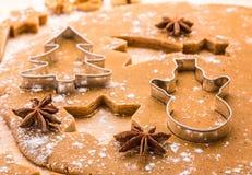 Pan di zenzero di Natale di cottura Fotografia Stock Libera da Diritti