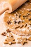 Pan di zenzero di Natale di cottura Immagine Stock
