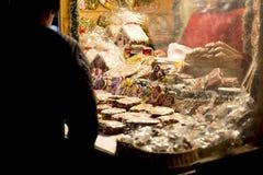 Pan di zenzero e cabina dei dolci alla via tradizionale marzo di natale Fotografia Stock