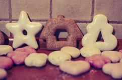 Pan di zenzero di Natale nei colori pastelli immagini stock