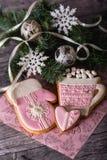 Pan di zenzero rosa sotto forma di tazza con cacao Immagine Stock Libera da Diritti