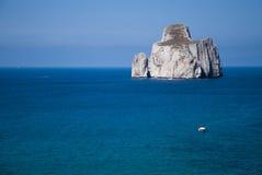 Pan di Zucchero schaukelt in das Meer, in Masua (Nedida), Sardinien d Stockbilder