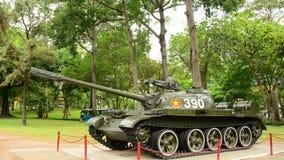 Pan Down - Russe Victory Tank - palais de l'indépendance - Ho Chi Minh City Vietnam banque de vidéos