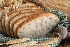 Pan en cesta Imágenes de archivo libres de regalías
