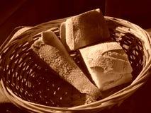 Pan en cesta Fotos de archivo