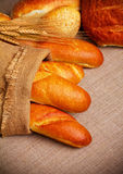 Pan en el paño de saco Imagenes de archivo