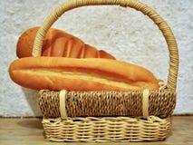 Pan en la cesta p1 Fotos de archivo