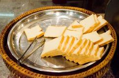 Pan en la placa de acero inoxidable Imagen de archivo libre de regalías