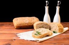Pan en la tabla de madera con aceite y vinagre Fotografía de archivo libre de regalías