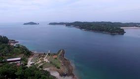 Pan en schuine stand over Contadora-eiland in Panama stock footage