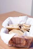 Pan en una cesta Foto de archivo libre de regalías