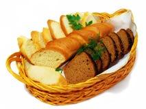Pan, en una cesta. Imagen de archivo libre de regalías