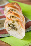 Pan francés blanco con las hierbas y el ajo Fotos de archivo