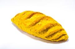 Pan francés con maíz en el fondo blanco Fotos de archivo libres de regalías