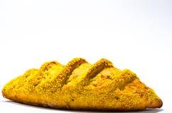 Pan francés con maíz en el fondo blanco Foto de archivo