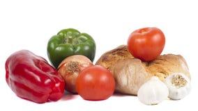 Pan fresco con pimientas, los tomates, la cebolla y ajos Imágenes de archivo libres de regalías