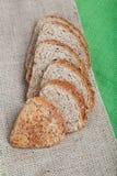 Pan fresco con los oídos del trigo. Fotos de archivo