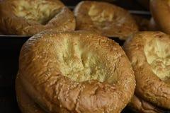 Pan fresco en el estante Fotos de archivo libres de regalías