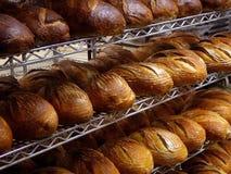 Pan fresco en panadería Foto de archivo libre de regalías