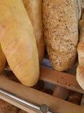 Pan fresco en tienda de la panadería Foto de archivo libre de regalías