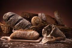 Pan fresco y trigo Fotos de archivo