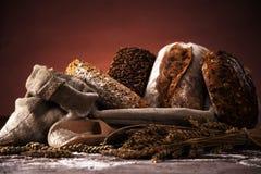 Pan fresco y trigo Imagen de archivo libre de regalías
