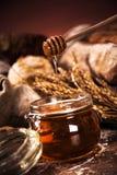 Pan fresco y trigo Fotografía de archivo libre de regalías