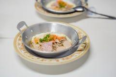 pan-gebraden ei Ontbijt met van de bovenste laagjes (Kai Krata) het Thaise stijl, T stock fotografie
